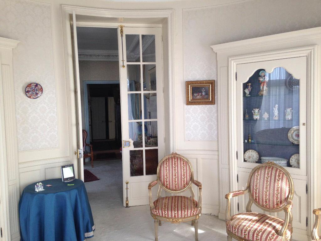 Achat Appartement 6 pièces à Vichy - vignette-1