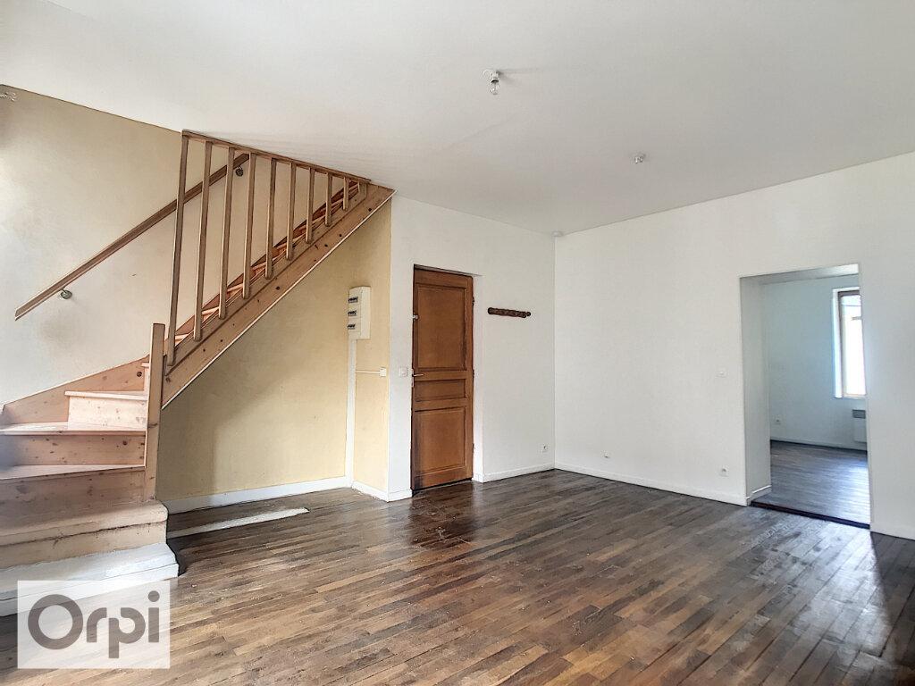 Location Appartement 3 pièces à Commentry - vignette-1