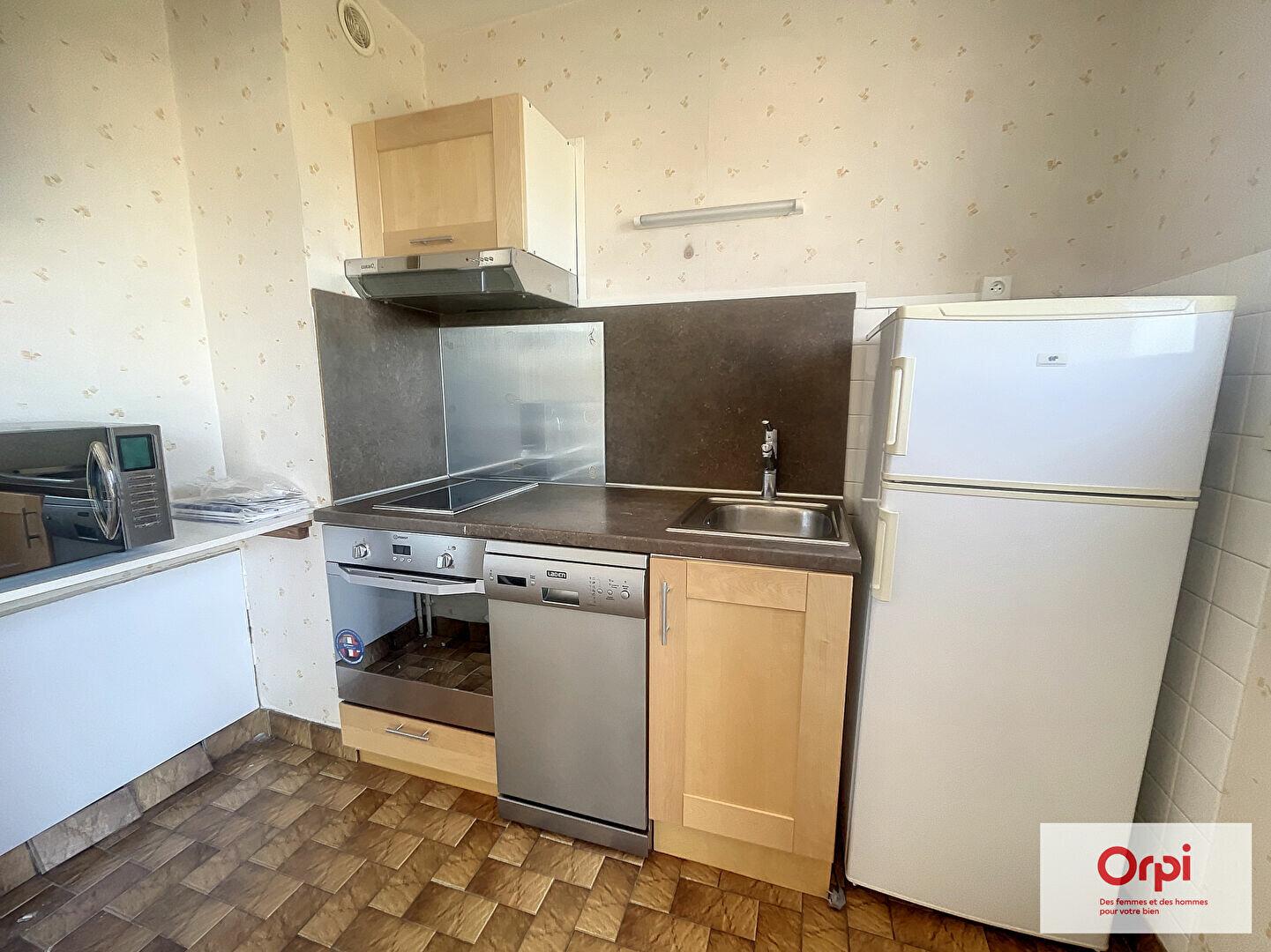 Location Appartement 1 pièce à Montluçon - vignette-1