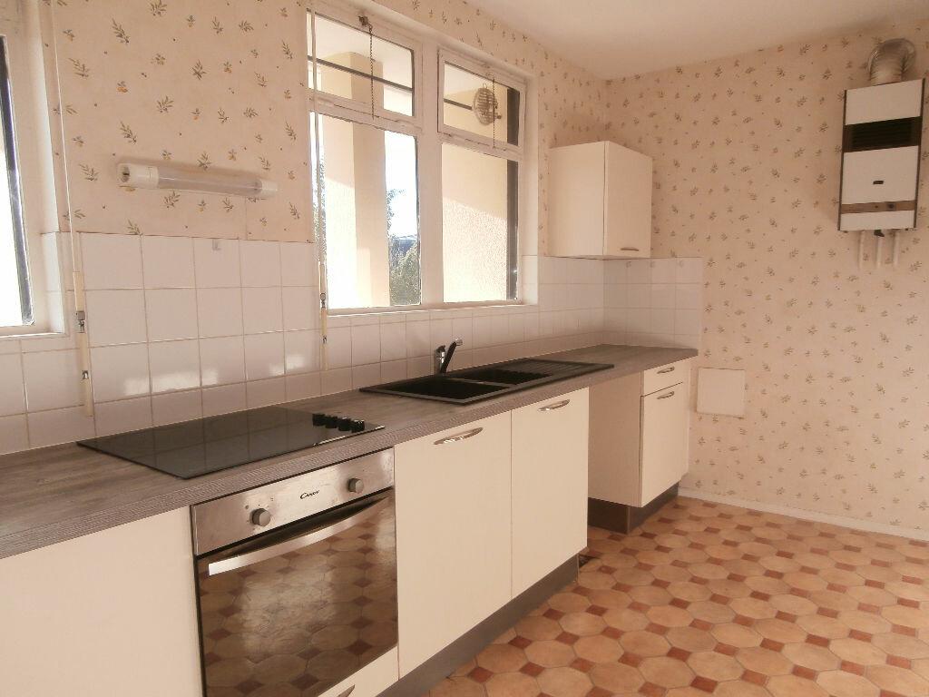 Location Appartement 4 pièces à Montluçon - vignette-1