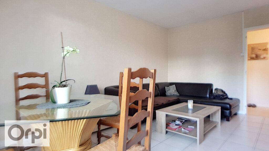 Location Appartement 4 pièces à Néris-les-Bains - vignette-2