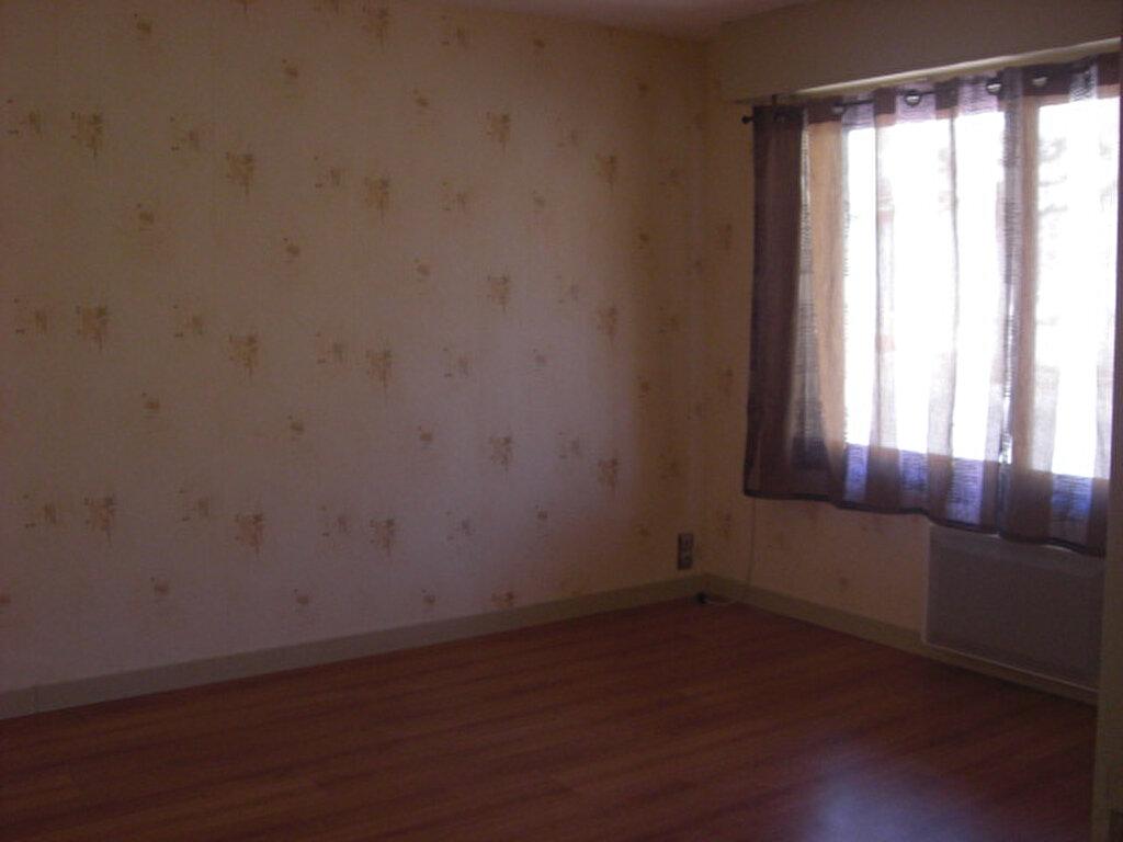Location Appartement 1 pièce à Montluçon - vignette-3