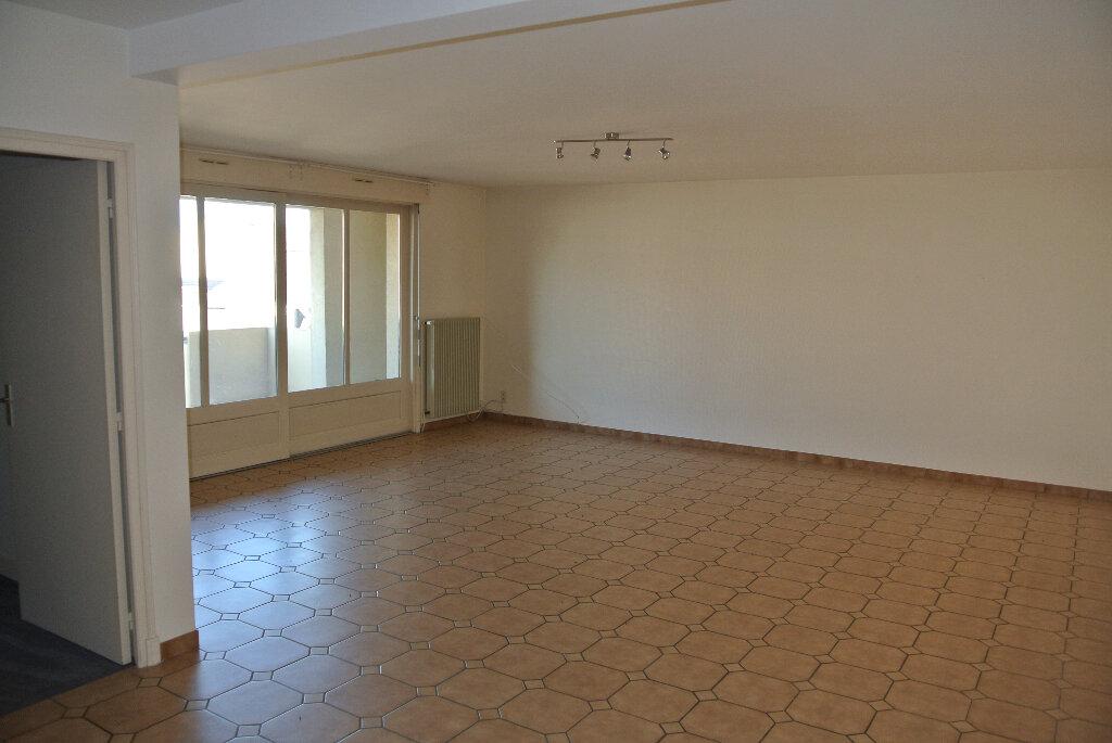 Location Appartement 5 pièces à Montluçon - vignette-1