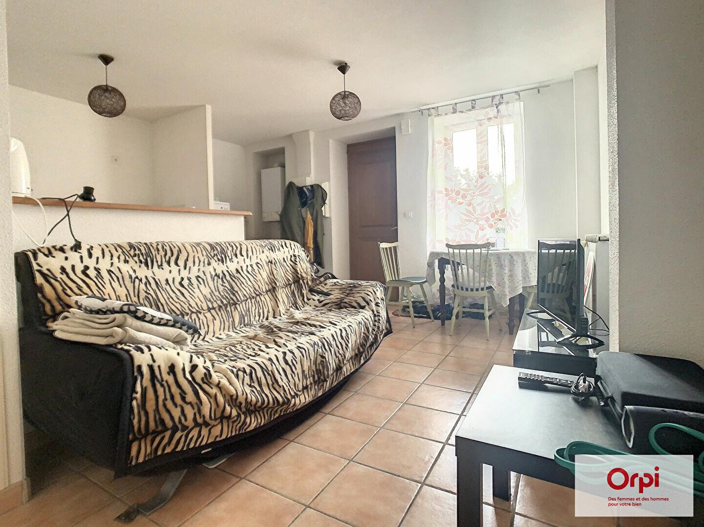 Location Appartement 2 pièces à Commentry - vignette-1