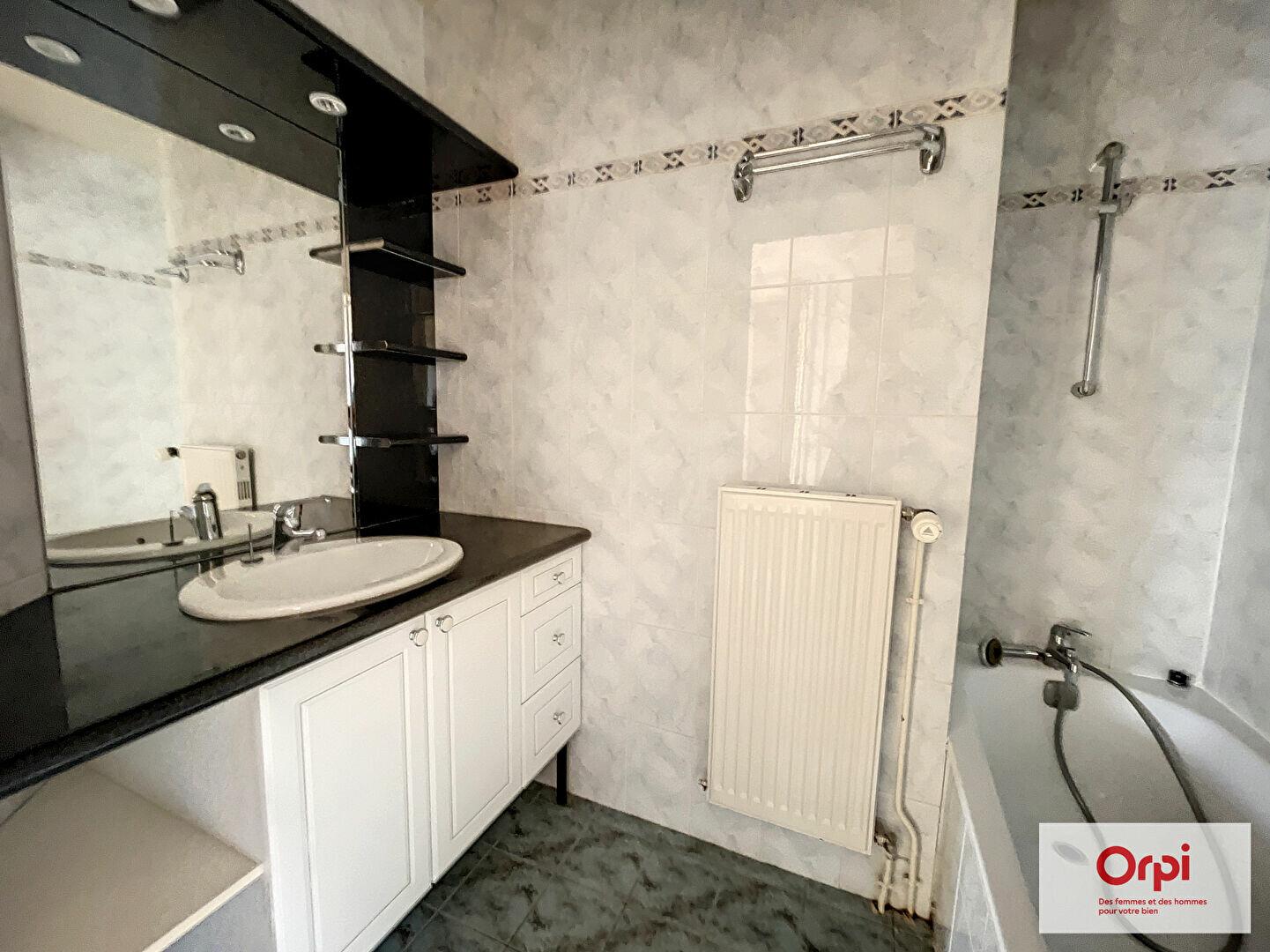 Location Appartement 3 pièces à Montluçon - vignette-3