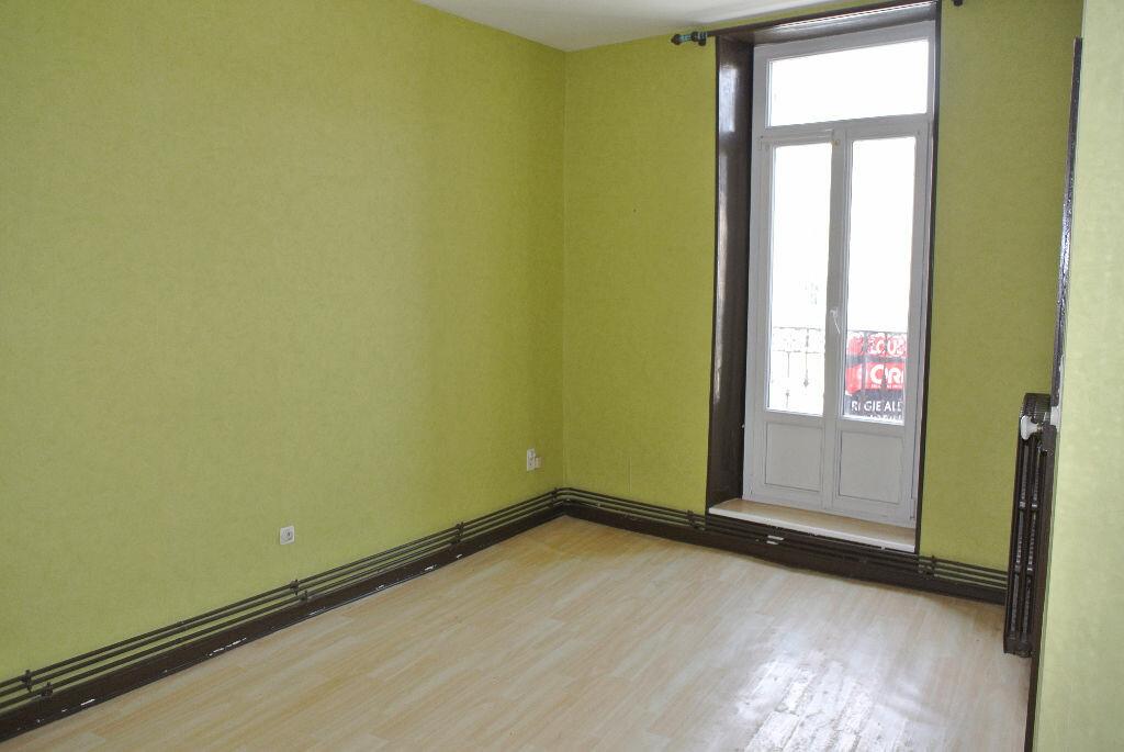 Location Appartement 2 pièces à Commentry - vignette-2