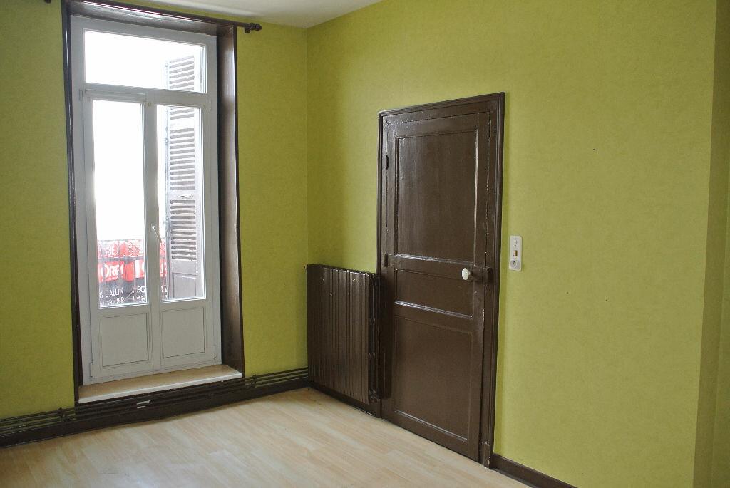 Location Appartement 2 pièces à Commentry - vignette-3
