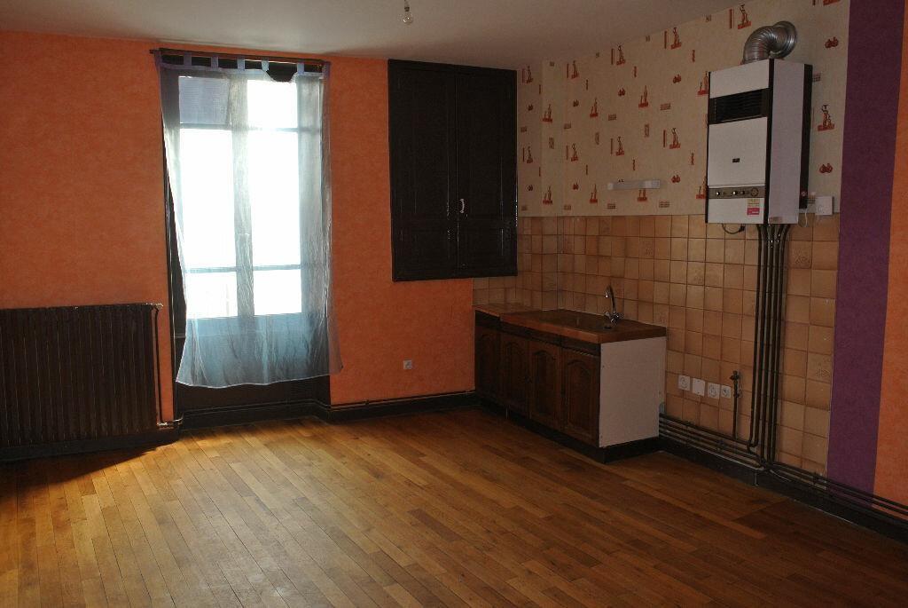 Location Appartement 2 pièces à Commentry - vignette-4