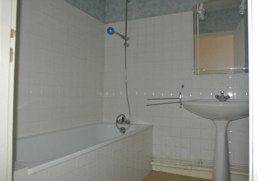 Location Appartement 4 pièces à Montluçon - vignette-7