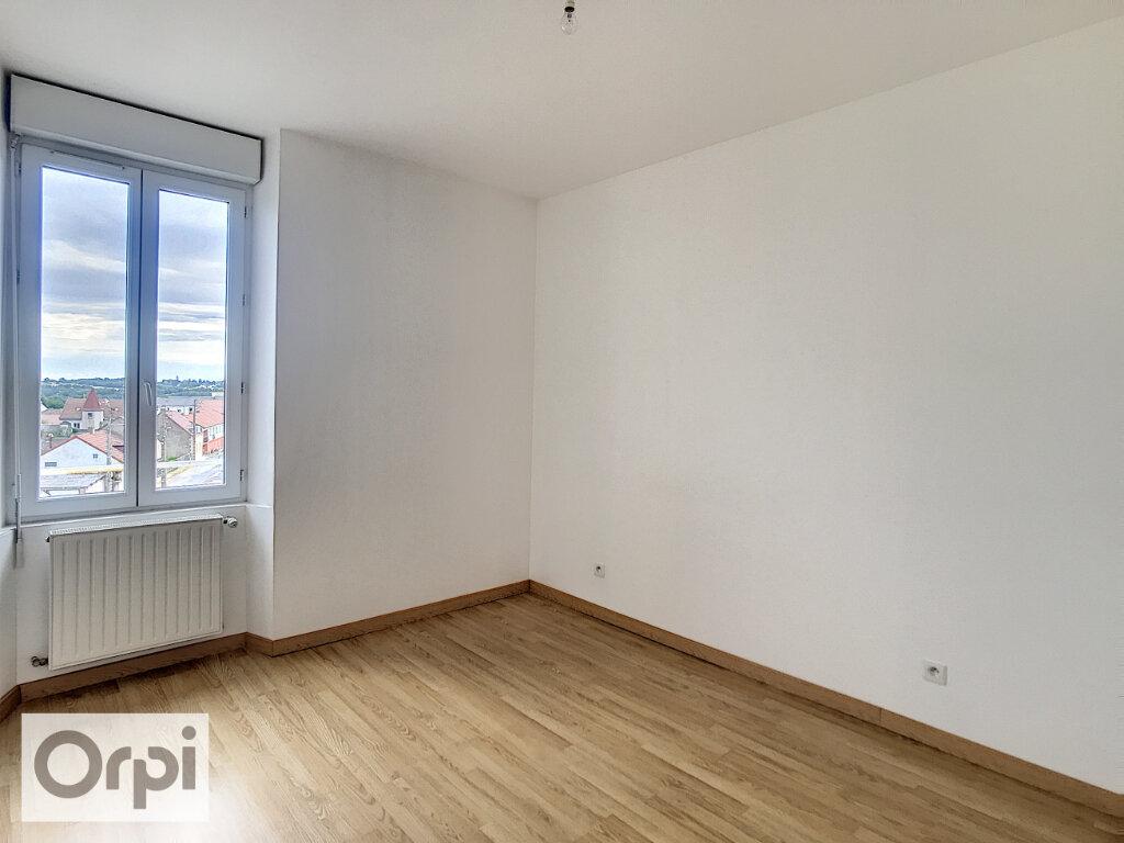 Location Appartement 3 pièces à Commentry - vignette-4