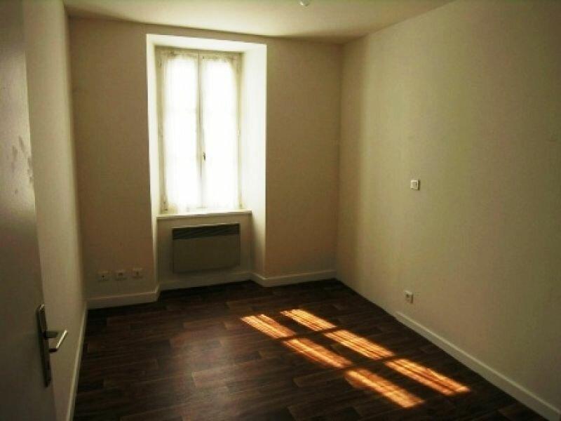 Location Appartement 3 pièces à Chambon-sur-Voueize - vignette-1