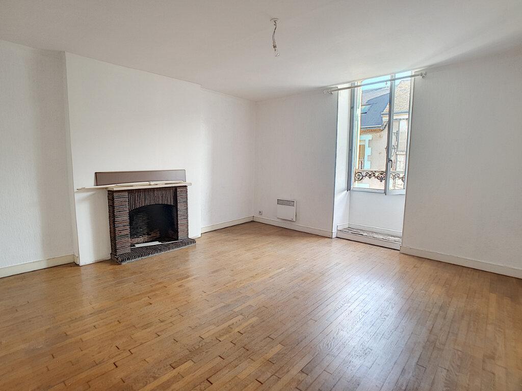 Location Appartement 3 pièces à Toury - vignette-3