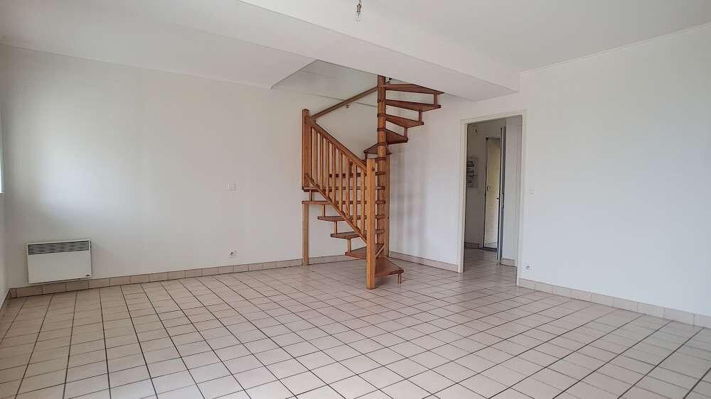 Location Appartement 3 pièces à Toury - vignette-1