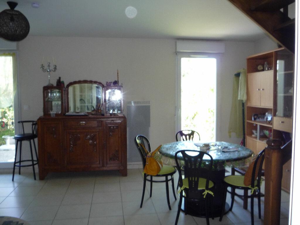 Location Maison 5 pièces à Saint-Denis-de-l'Hôtel - vignette-3