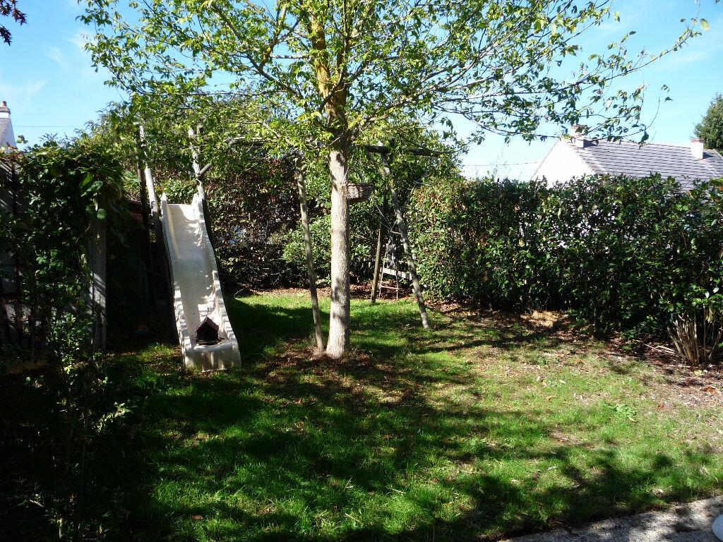 Location Maison 5 pièces à Saint-Denis-de-l'Hôtel - vignette-4