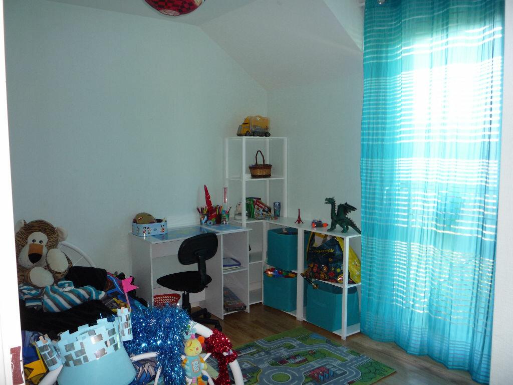 Location Maison 5 pièces à Saint-Denis-de-l'Hôtel - vignette-5