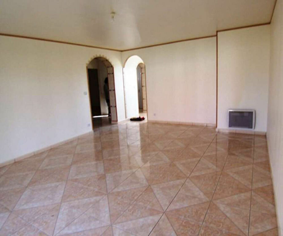 Location Appartement 4 pièces à Corquilleroy - vignette-1