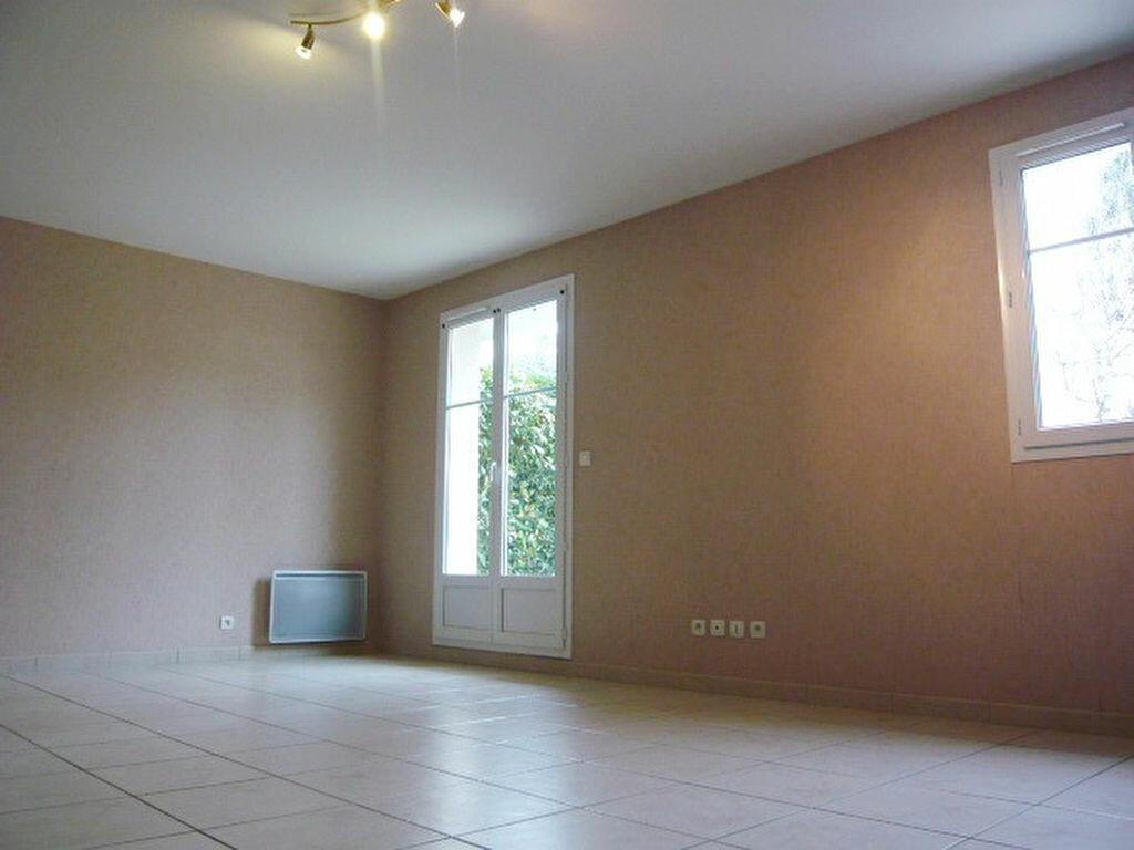 Location Maison 5 pièces à Beaugency - vignette-2