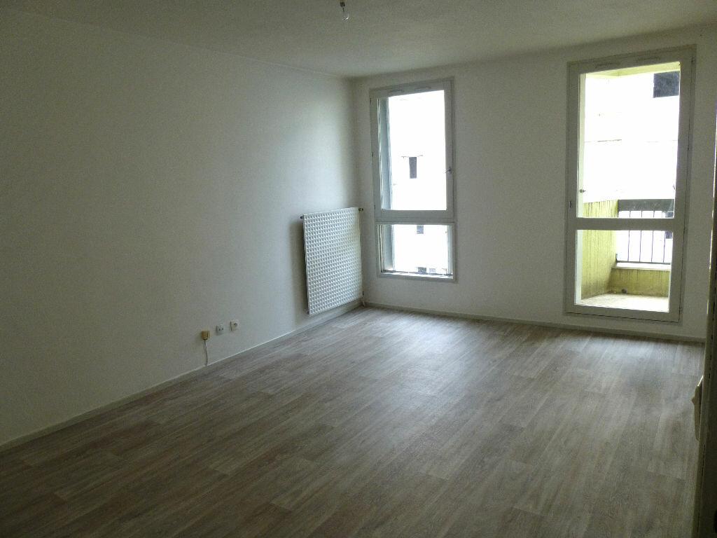Location Appartement 2 pièces à Romans-sur-Isère - vignette-1