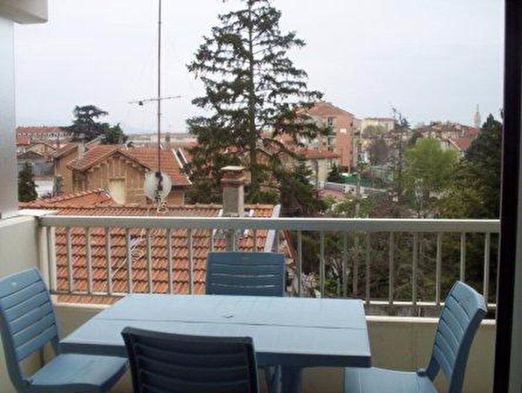 Location Appartement 1 pièce à Romans-sur-Isère - vignette-1