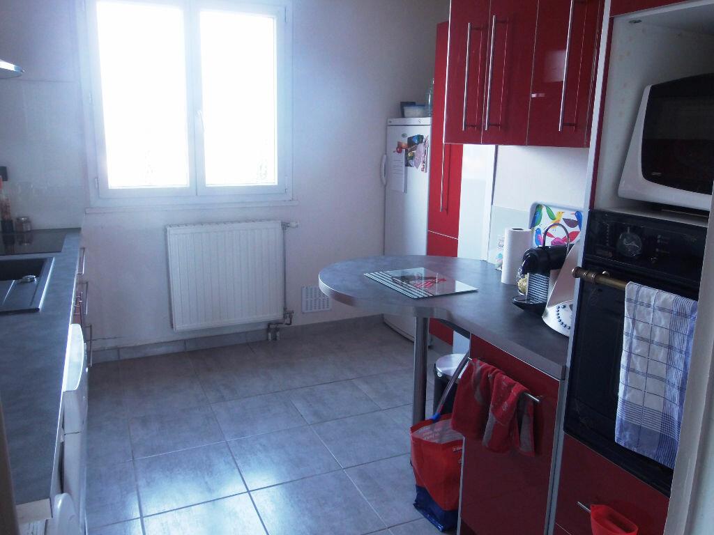 Achat Appartement 4 pièces à Romans-sur-Isère - vignette-2