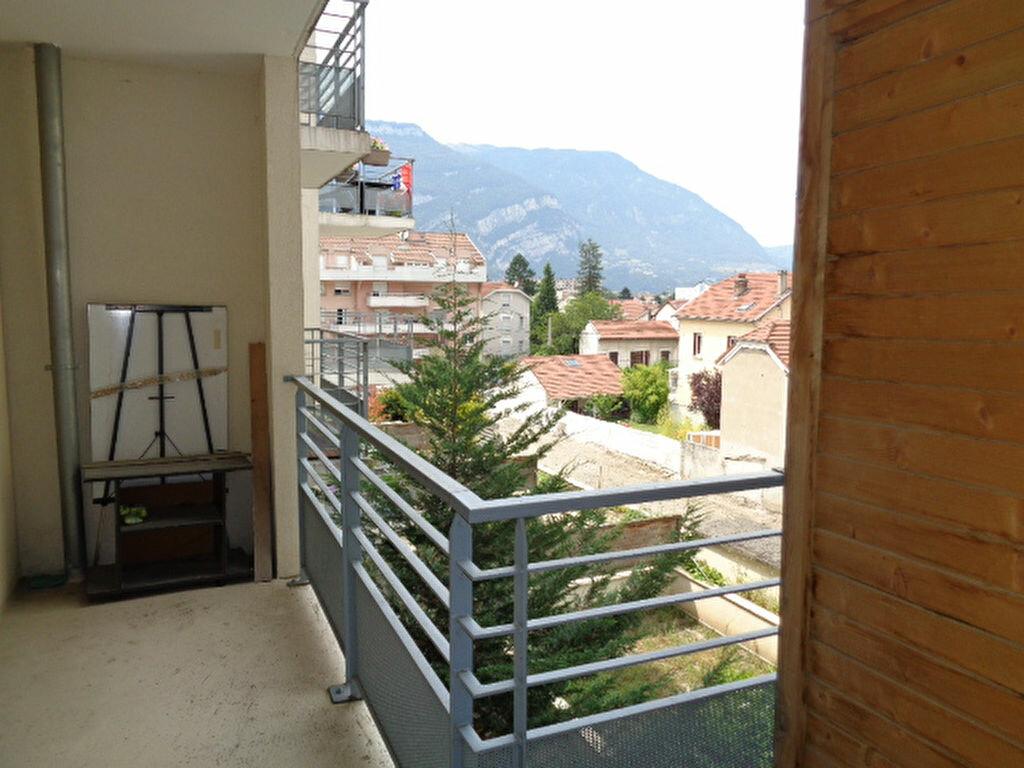 Achat Appartement 4 pièces à Fontaine - vignette-4