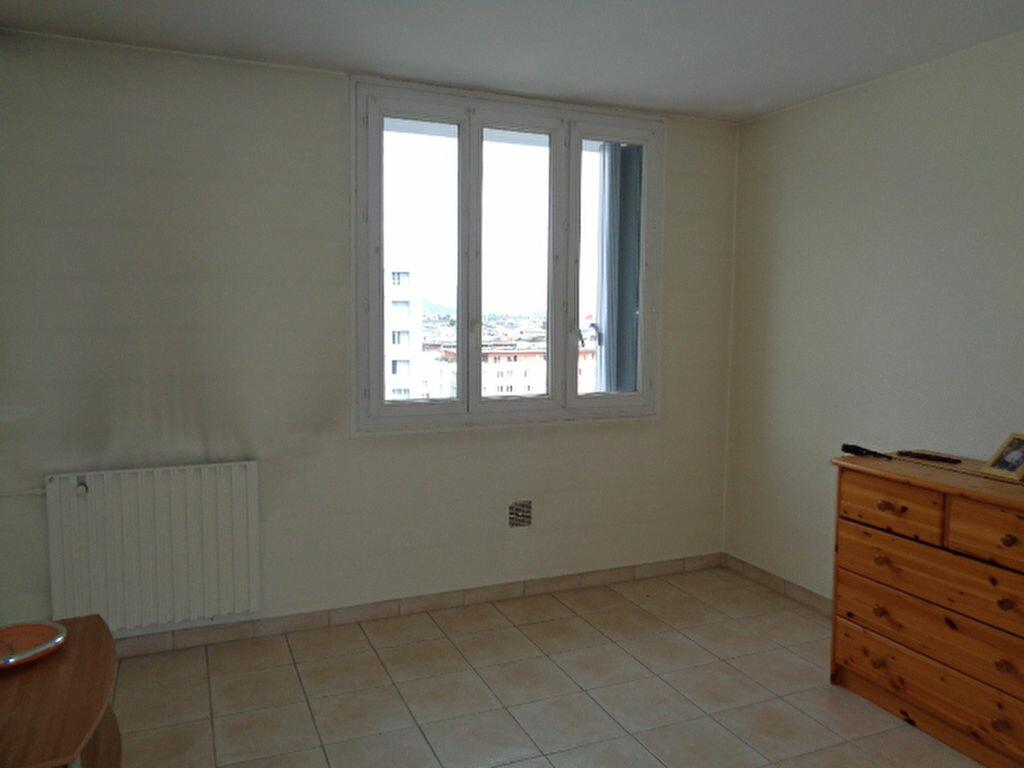 Achat Appartement 1 pièce à Échirolles - vignette-2