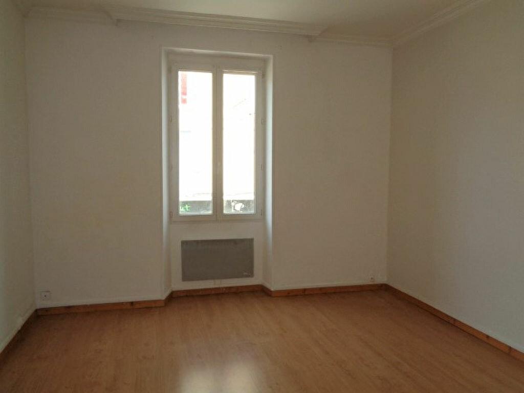 Achat Appartement 3 pièces à Fontaine - vignette-2