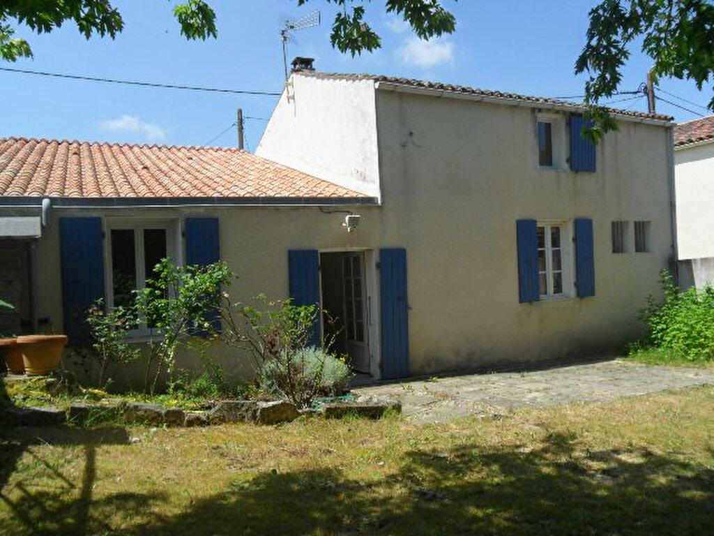 Achat Maison 4 pièces à Saint-Jean-d'Angle - vignette-1