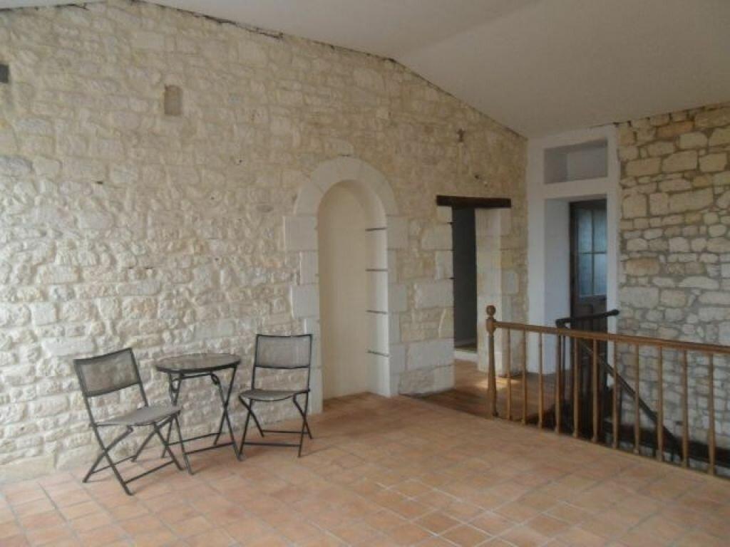 Achat Maison 10 pièces à Saint-Agnant - vignette-1