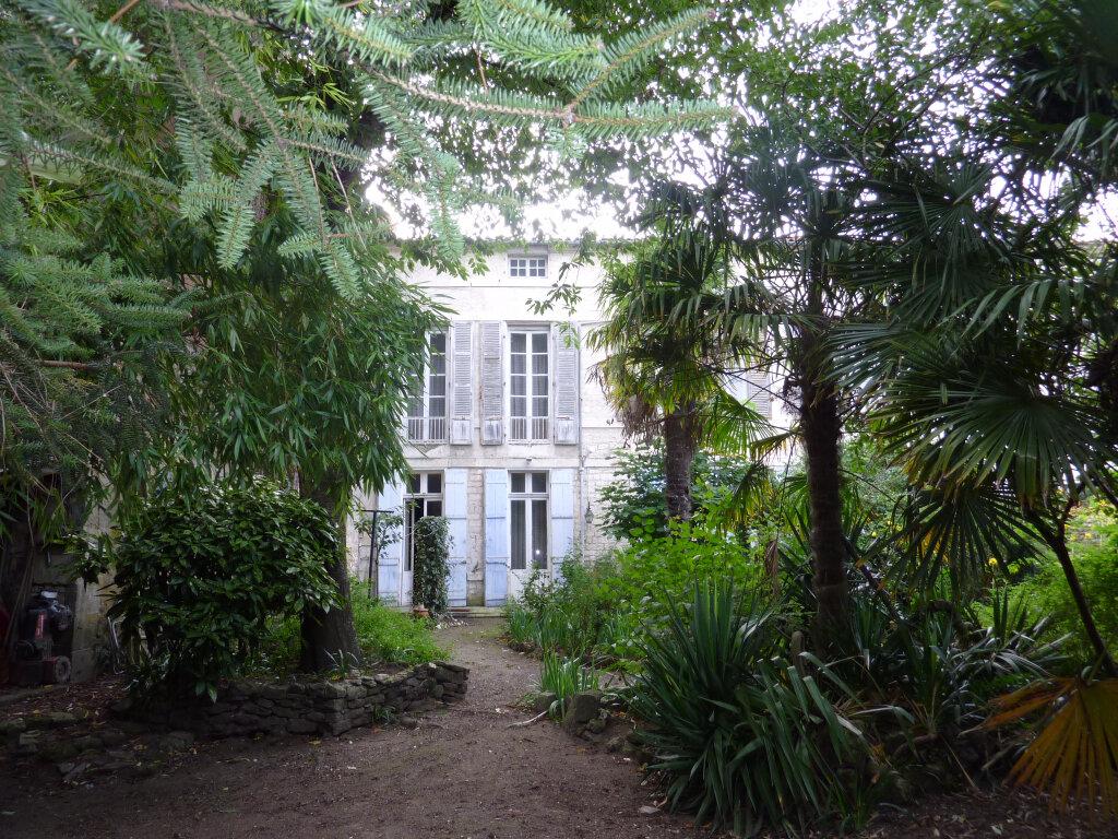 Achat Maison 8 pièces à Rochefort - vignette-1