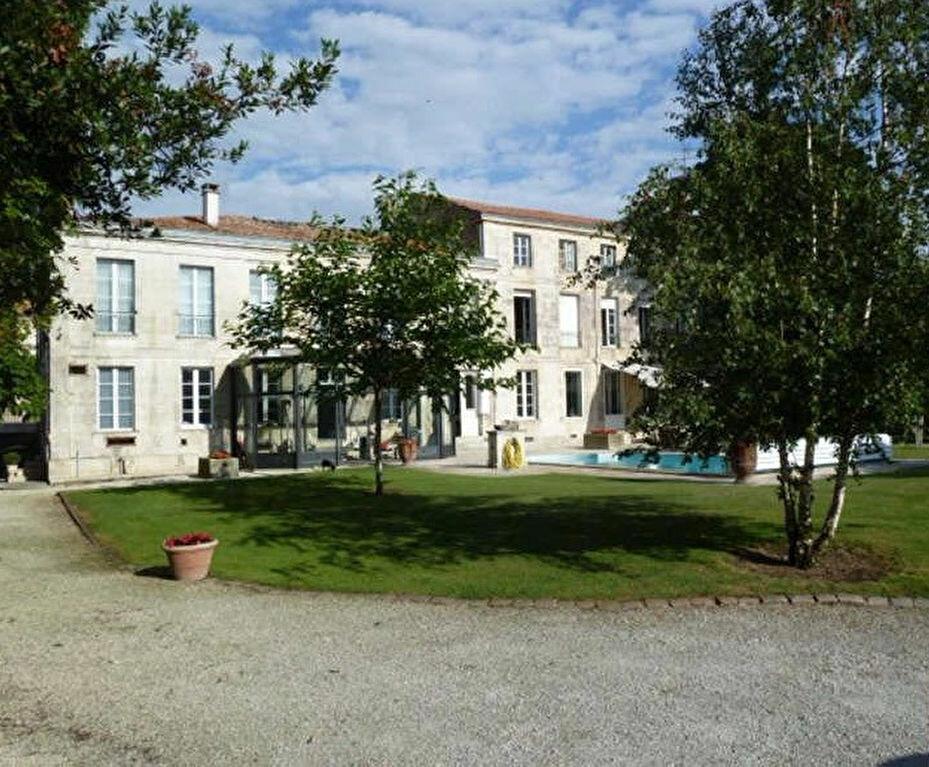 Achat Maison 13 pièces à Rochefort - vignette-1