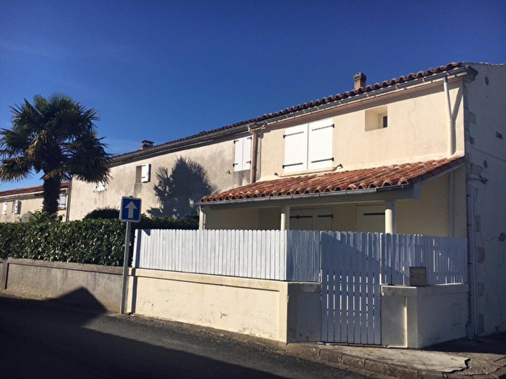 Location Maison 3 pièces à Saint-Laurent-de-la-Prée - vignette-1