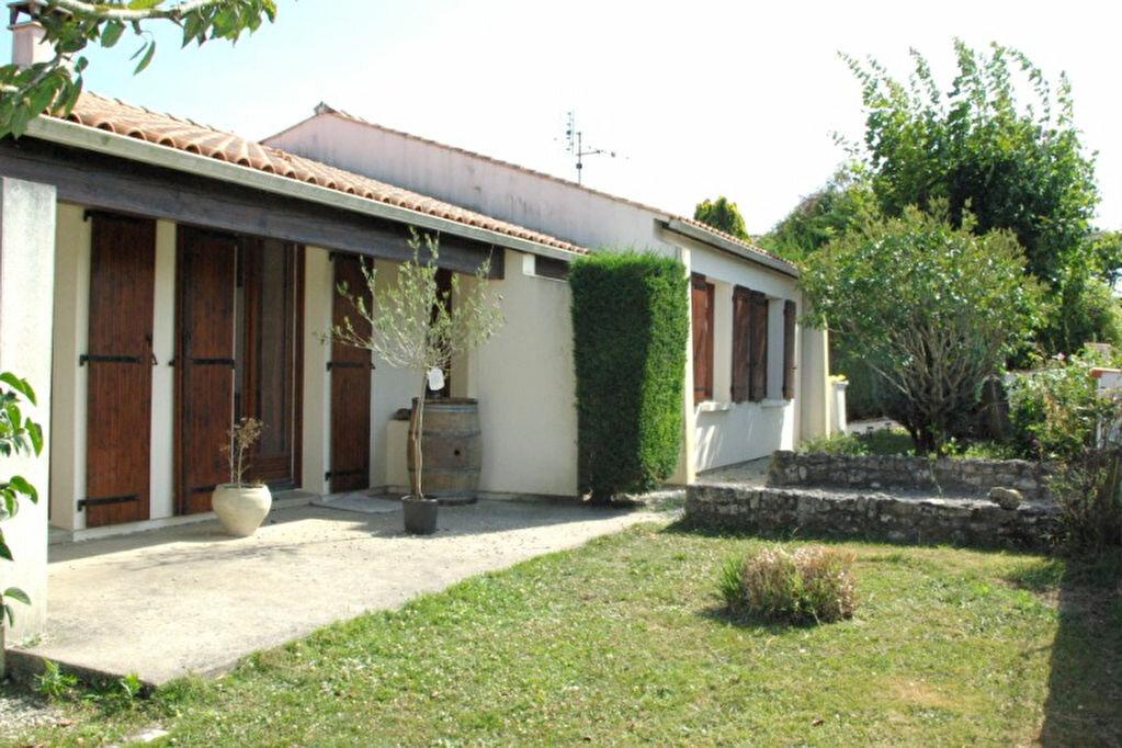 Location Maison 4 pièces à Saint-Agnant - vignette-1