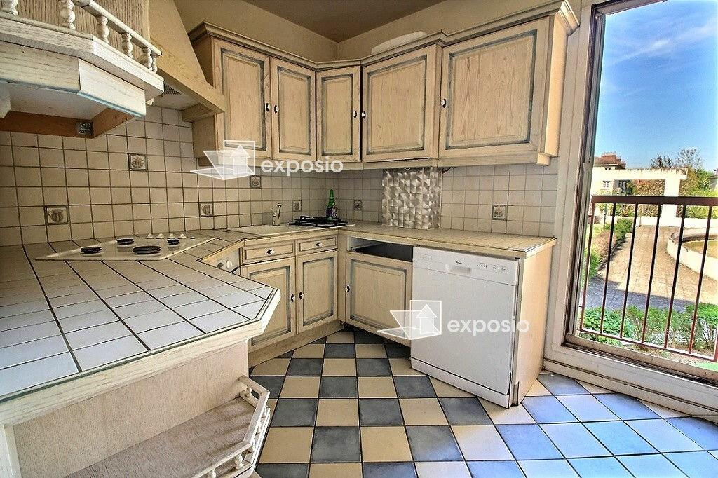 Achat Appartement 4 pièces à Corbeil-Essonnes - vignette-2