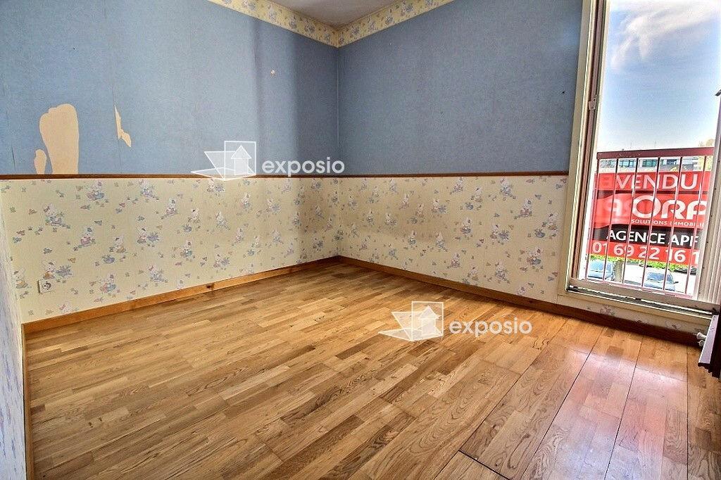 Achat Appartement 4 pièces à Corbeil-Essonnes - vignette-4