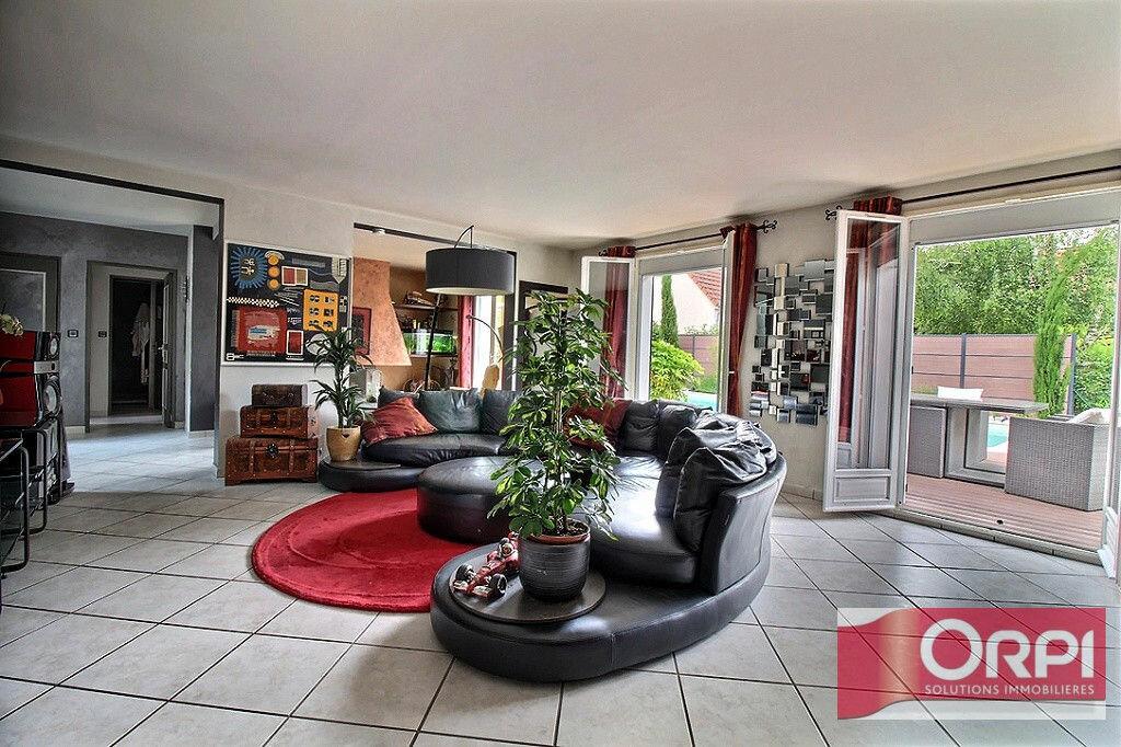 Achat Maison 9 pièces à Saint-Germain-lès-Corbeil - vignette-3