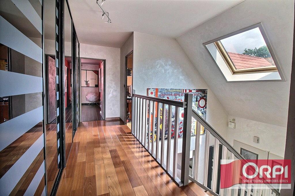Achat Maison 9 pièces à Saint-Germain-lès-Corbeil - vignette-16