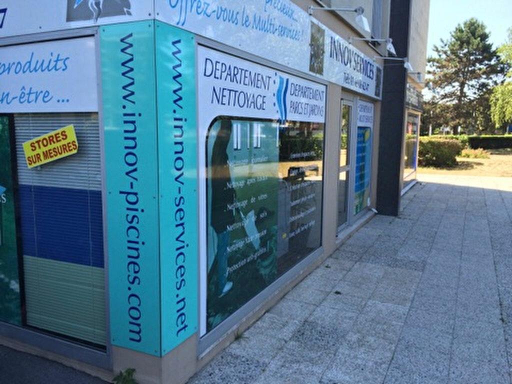 Location Local commercial  à Ris-Orangis - vignette-1