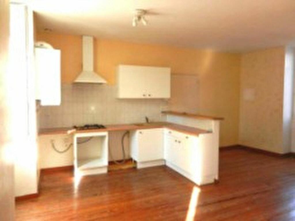 Location Appartement 4 pièces à Mazamet - vignette-1