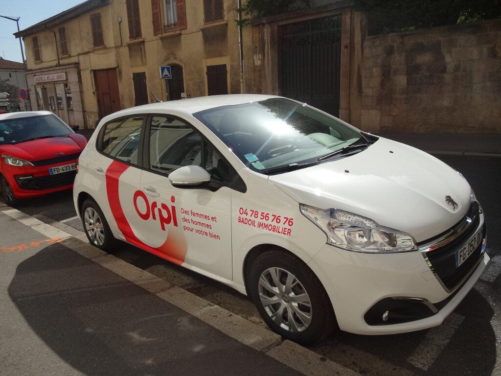 Location Stationnement  à Saint-Genis-Laval - vignette-1