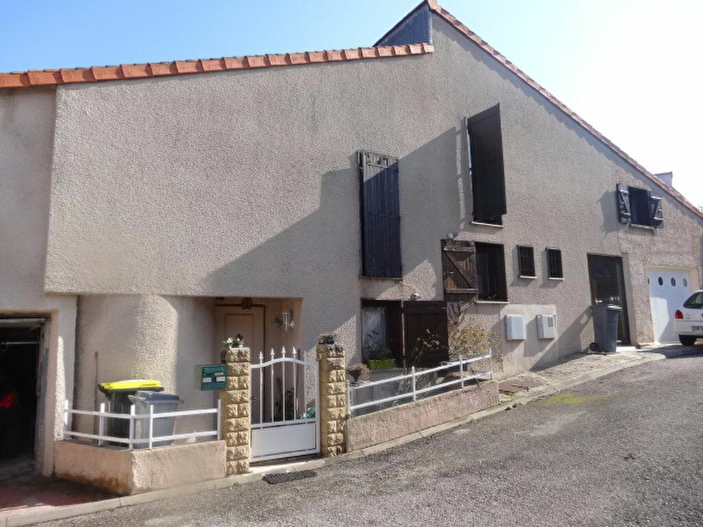Achat Maison 4 pièces à Saint-Genis-Laval - vignette-1