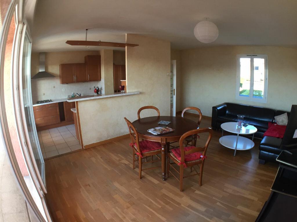 Achat Appartement 3 pièces à Saint-Pierre-la-Palud - vignette-3