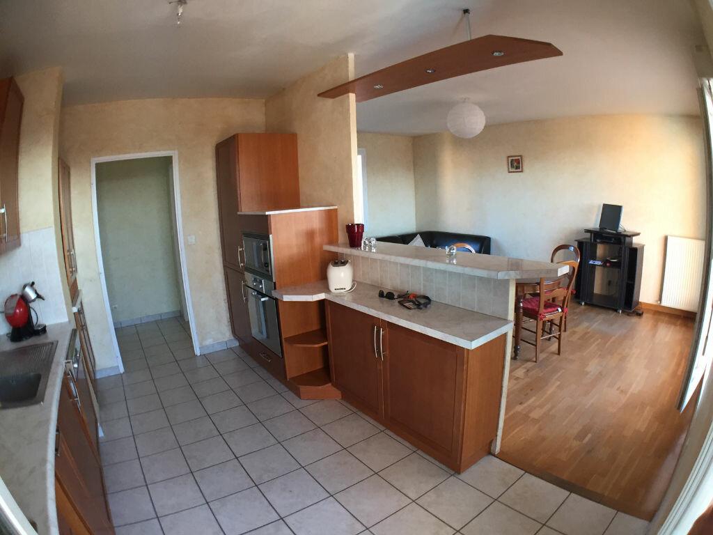 Achat Appartement 3 pièces à Saint-Pierre-la-Palud - vignette-4