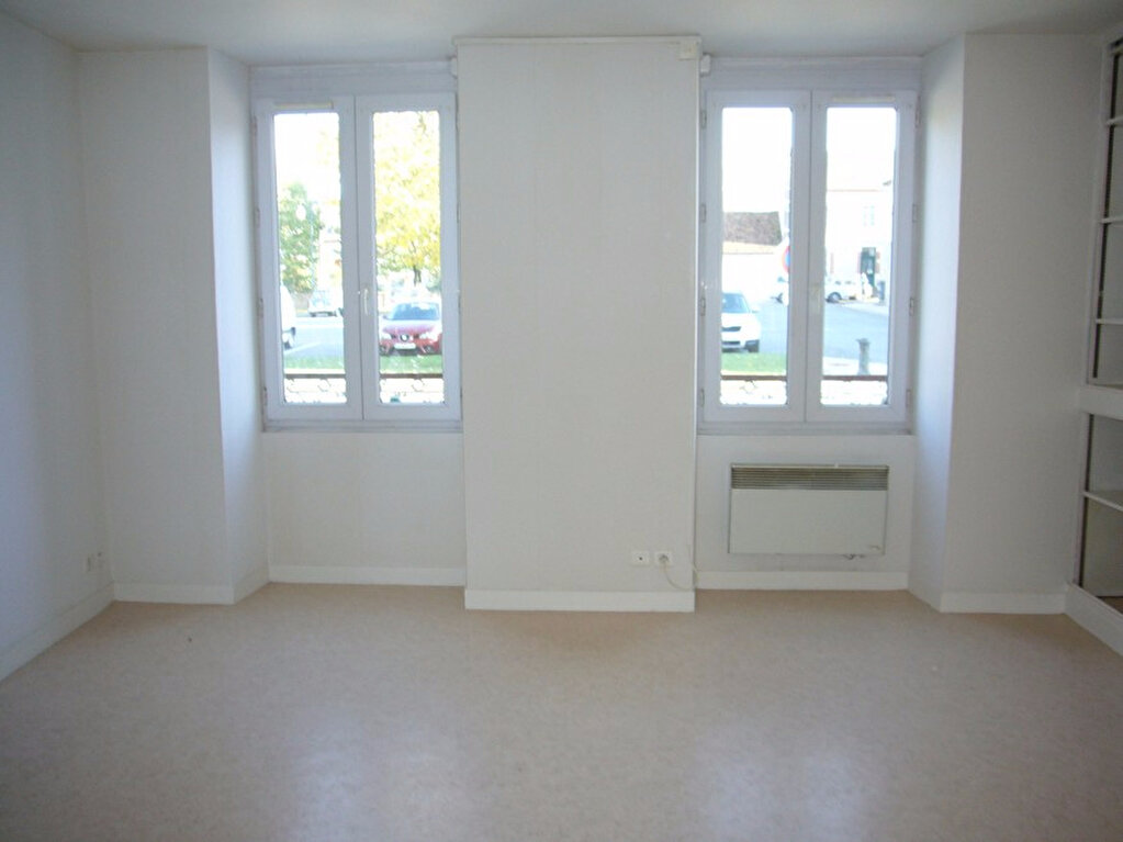 Location Appartement 2 pièces à Lorris - vignette-1