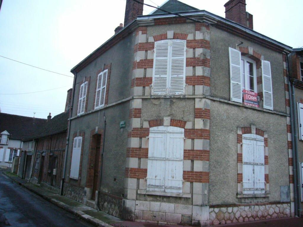 Location Maison 4 pièces à Lorris - vignette-1