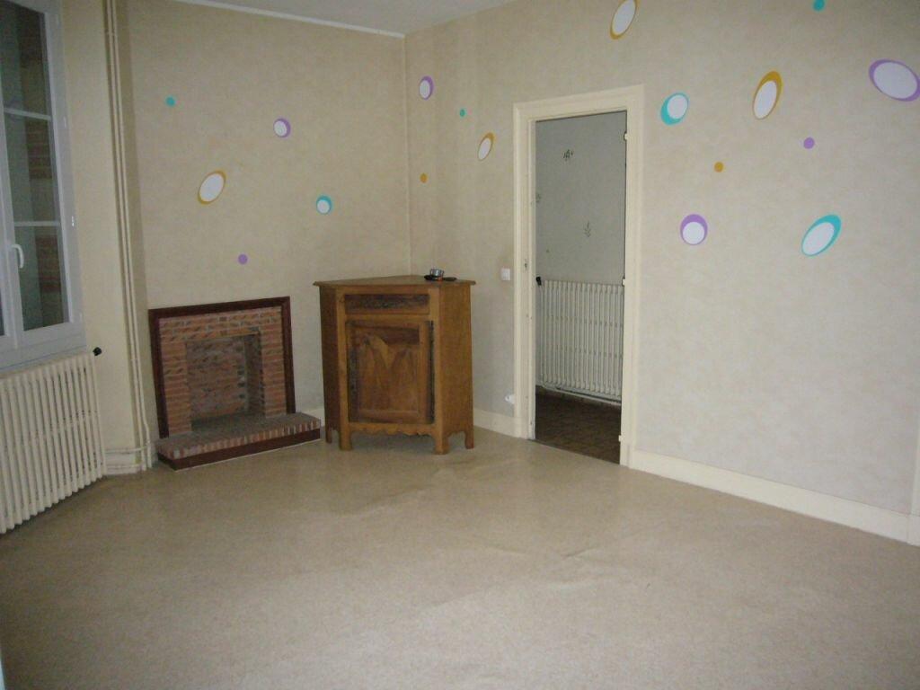Location Maison 4 pièces à Lorris - vignette-2