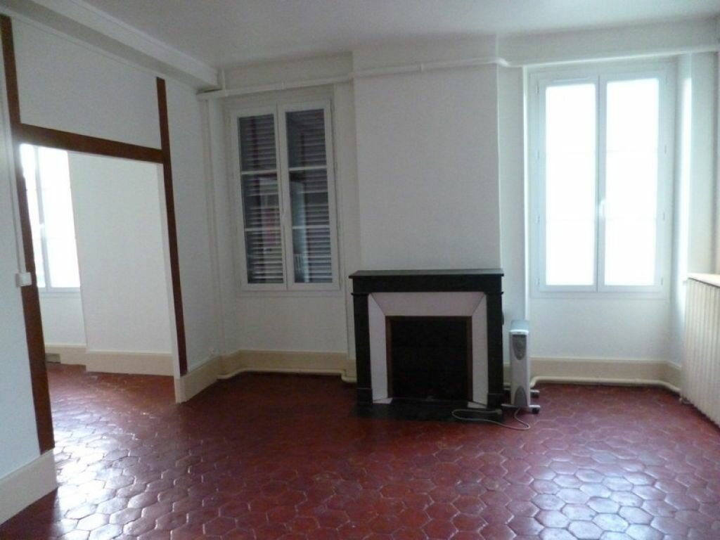 Location Appartement 5 pièces à Châtillon-Coligny - vignette-1