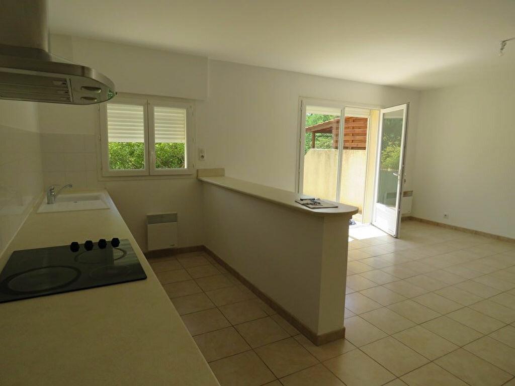Location Appartement 3 pièces à Allemagne-en-Provence - vignette-2