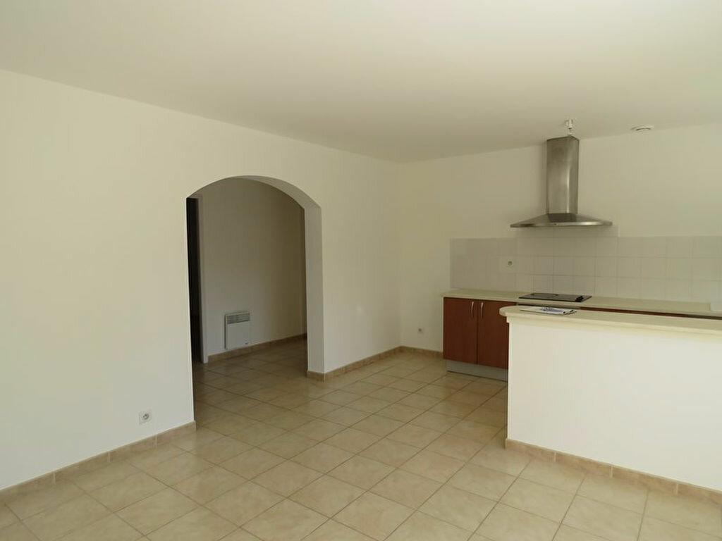 Location Appartement 3 pièces à Allemagne-en-Provence - vignette-3